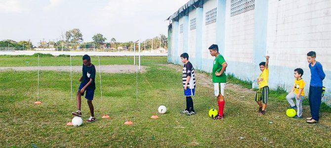 Escolinha de Futebol – Projeto Furacão. A realização é da Prefeitura de Iguape.