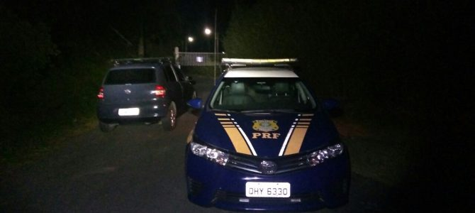 PRF recupera dois veículos roubados