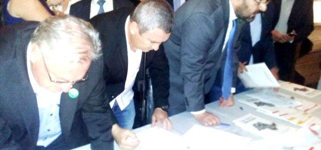 Prefeito Geraldino Júnior assina convênio para a construçãodo Centro de Eventos da Ilha Comprida
